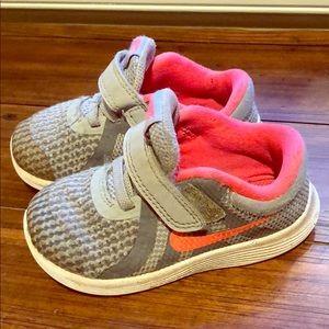 Nike toddler girls sneakers size 6C EU 22
